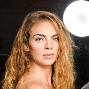 תמונה של דוגמנית המציגה עיצוב גבות