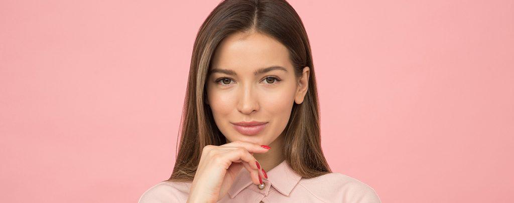אישה יפה אחרי טיפול מזותרפיה
